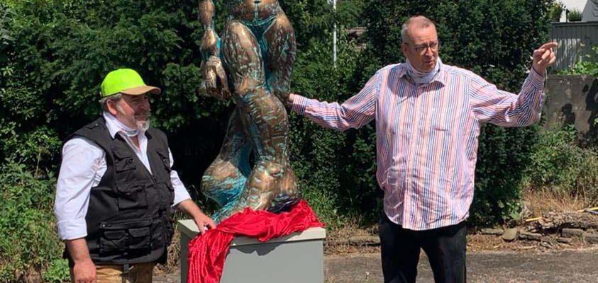 Skulptur für Menschen in Not